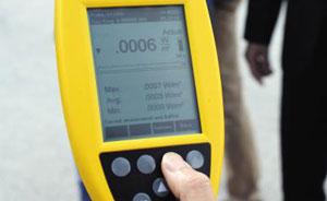 사드 레이더 전자파 수치가 측정기에 0.0006와트(1㎡당)로 찍혀 있다.