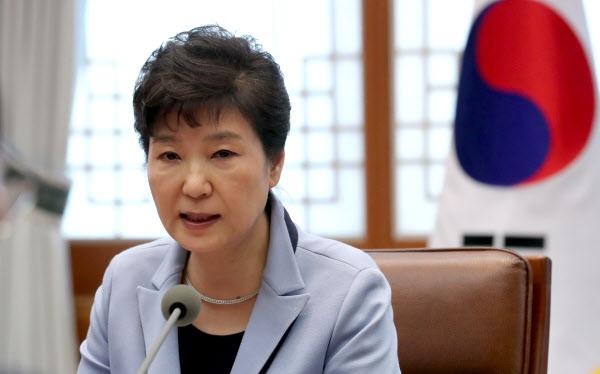 박근혜 대통령이 20일 오후 청와대에서 열린 수석비서관회의에서 발언하고 있다./연합뉴스