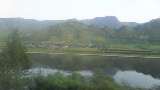 중국의 압록강변에서 바라본 북한 양강도 혜산시/김인원 기자