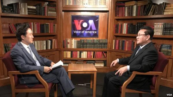 미국의 소리(VOA) 방송과 인터뷰하는 리정호 전 북한 노동당 39호실 고위관리./VOA 캡쳐