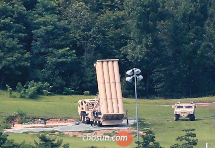 경북 성주 골프장에 배치된 사드(THAAD·고고도 미사일 방어체계) 발사대.