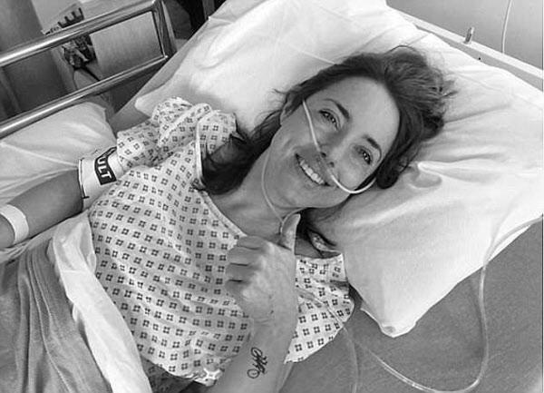대리모인 친구 리즈의 '임신'에 병상에서 기뻐하는 아내 에마 /페이스북