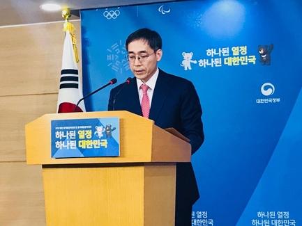 정기준 국무조정실 경제조정실장이 15일 정부서울청사에서 가상화폐 관련 정부입장을 발표하고 있다. /변지희 기자