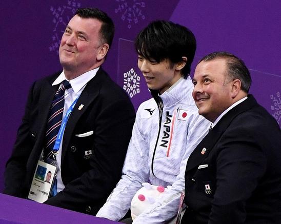 한국 피겨 팬들에게 김연아의 전 코치로 잘 알려진 오서(왼쪽)는 현재 하뉴를 지도하고 있다. /스포츠 조선