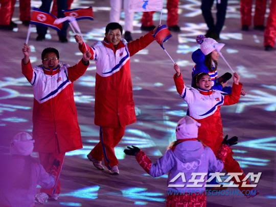 25일 평창 올림픽스타디움에서 2018 평창동계올림픽 폐회식이 열렸다.  북한 피겨 렴대옥이 환하게 웃으며 입장하고 있다.  평창=송정헌 기자 song@sportschosun.com/2018.02.25/