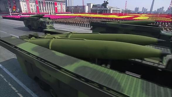 조선중앙TV가 8일 녹화 중계한 '건군절' 열병식에는 신형 지대지 단거리탄도미사일(SRBM)로 추정되는 미사일이 등장했다. /연합뉴스