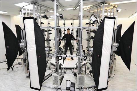 경기도 판교의 엔씨소프트 3D(3차원 입체) 스캔 스튜디오에서 실제 사람의 얼굴과 체형 데이터를 촬영하는 모습.