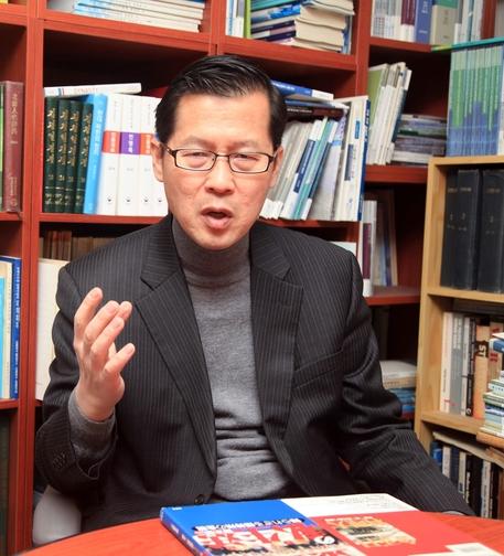 정성장 세종연구소 통일전략연구실장이 17일 경기 성남 판교 세종연구소에서 본지와 인터뷰를 하고 있다./윤희훈 기자