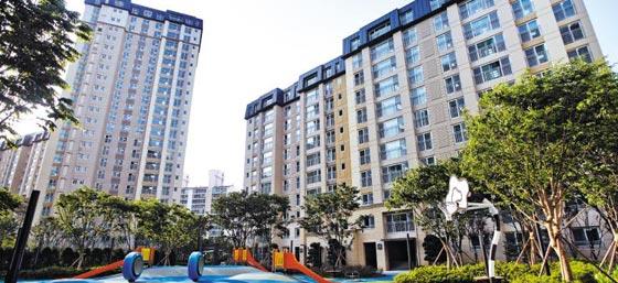 한화건설은 4년 전 이 지역에 전세·반전세로 공급했던'김포 풍무 꿈에 그린 유로메트로'를 최근 분양으로 전환하고 있다.