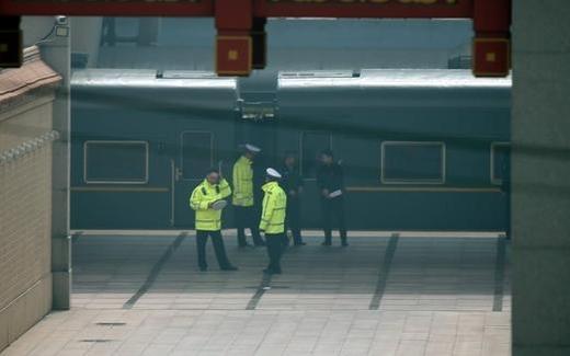 27일 중국 베이징 베이징역 플랫폼에 북한 최고위급 인사가 타고 온 것으로 추정되는 북한 특별열차가 정차해 있다. /연합뉴스