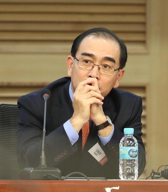 태영호 전 영국주재 북한 공사가 14일 오후 국회 의원회관에서 열린 '미북정상회담과 남북관계 전망' 북한전문가 초청강연에 참석해 참석자들을 바라보고 있다. /연합뉴스
