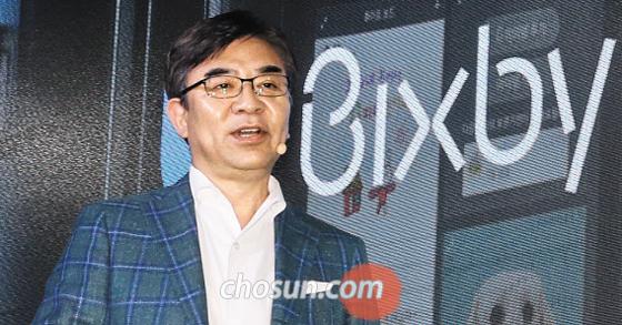 김현석 삼성전자 소비자가전(CE) 부문 사장이 17일 서울 성수동 에스팩토리에서 열린 행사에서 인공지능 인재 1000명 확보 계획을 밝히고 있다.