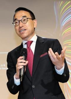 홍원표 삼성SDS 대표가 17일 서울 마포구 상암데이터센터에서 기자간담회를 갖고 클라우드 사업 확대를 선언하고 있다.