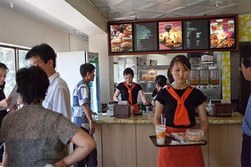 싱가포르 패스트푸드 '삼태성'은 2009년 평양에 체인점을 열었다./ 조선일보DB