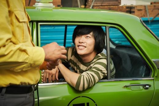 송강호, 유해진과 함께 했던 영화 '택시 운전사'에서 80년대 순박한 광주 청년을 연기했다.