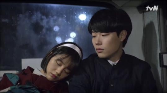 tvN드라마 '응답하라 1988(2015년)'에서의 귀여운 류준열. '어남류(어차피 남편은 류준열)'라는 신조어를 낳았다.