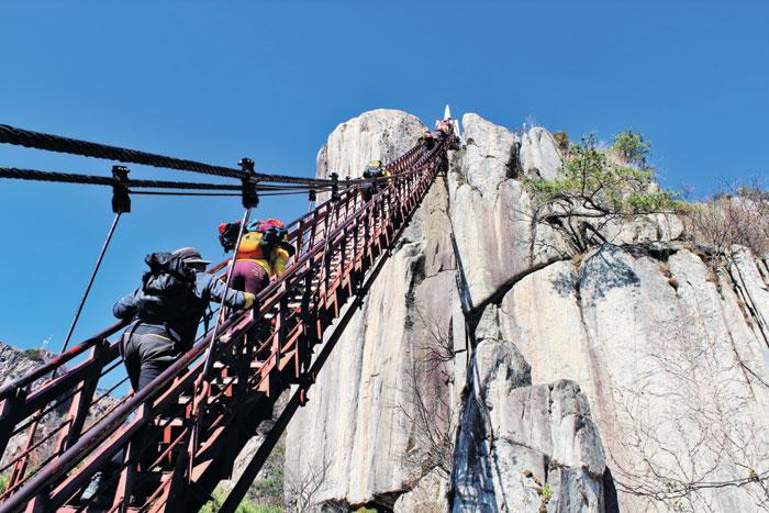 수려한 산세를 자랑하는 대둔산도립공원. 완주 9경 중 하나로 '모바일 스탬프 투어'를 즐길 수 있다.