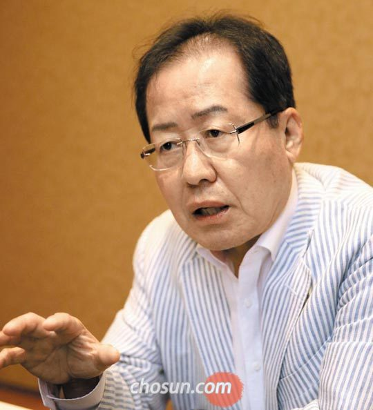 홍준표 전 자유한국당 대표가 9일 서울의 한 식당에서 본지와 인터뷰하고 있다.