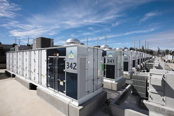미국 캘리포니아주(州) 전력망 프로젝트의 일환으로 설치된 ESS(에너지저장시스템) 장치들. 단일 ESS 프로젝트로는 세계 최대 규모인 이곳에는 삼성SDI 배터리가 탑재돼 있다. 최근 한국 대표 배터리 기업인 삼성SDI와 LG화학은 ESS용 배터리 사업을 확대하며 시장 공략을 강화하고 있다.