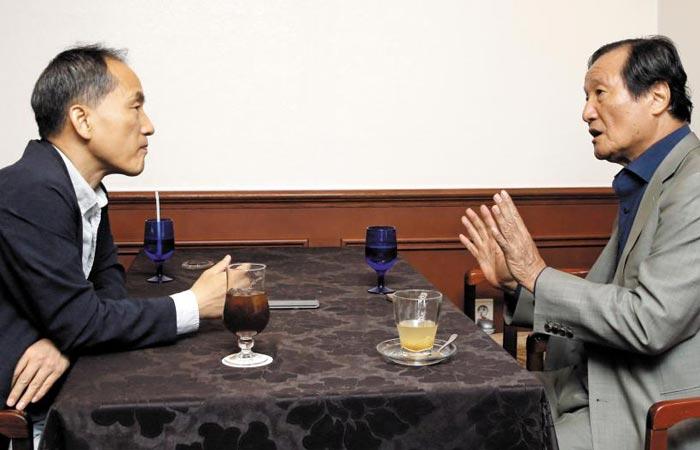 윤증현 前 기획재정부 장관(오른쪽)