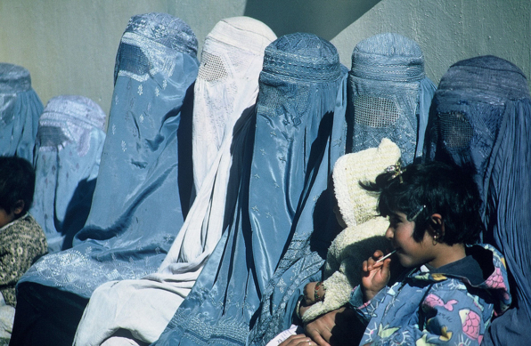 부르카를 입고 있는 아프가니스탄 여성들. / 미국 국제개발처(USAID)