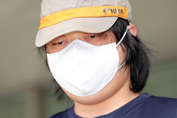 '서울대공원 토막살인범' 변경석(34)씨가 23일 오전 영장실질심사를 받기 위해 경찰서를 나서고 있다. /연합뉴스