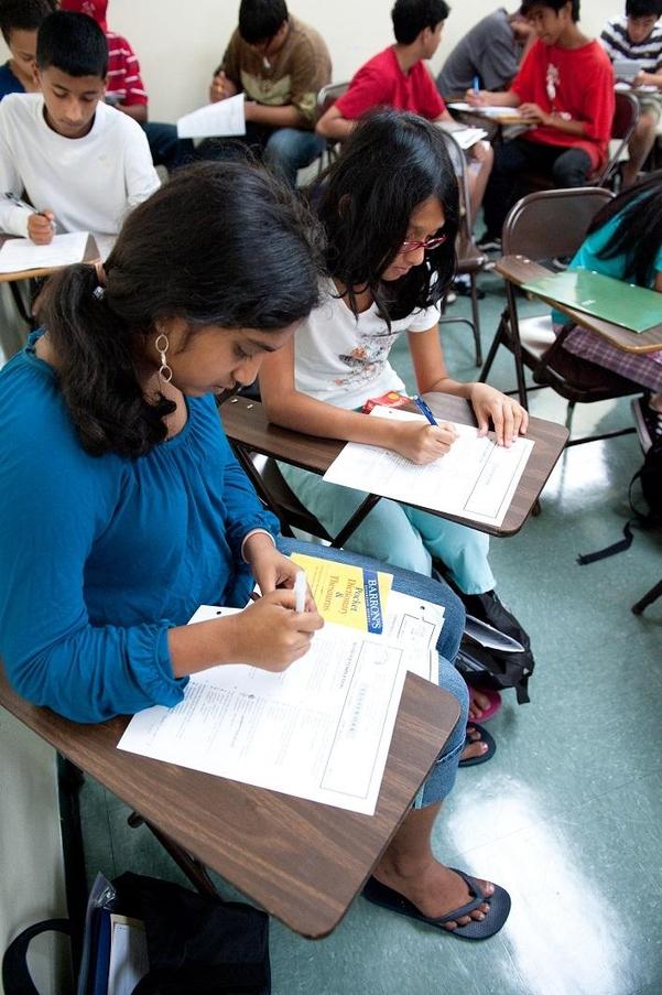 미국 뉴욕 퀸스 플러싱의 한국 보습·입시 학원인 엘리트 아카데미에서 진행된 SAT(미국의 수학능력시험) 대비 특강에서 학생들이 수업을 듣고 있다./엘리트 아카데미 제공