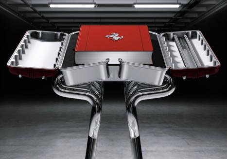 책 '페라리' 예술판은 250권 제작됐다. 산업 디자이너 마크 뉴슨이 디자인한 특수 진열대가 제공된다. /타셴