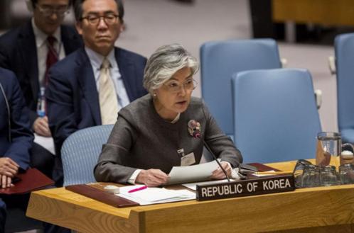 강경화 외교부 장관이 2018년 9월 27일 미국 뉴욕 유엔 본부에서 열린 유엔 안전보장이사회 회의에 참석해 말하고 있다. /신화통신