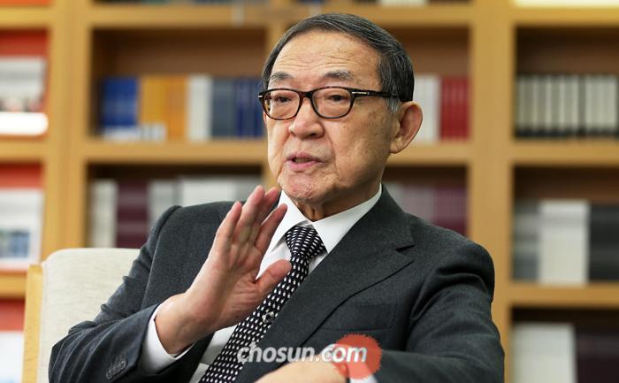 """최정호 교수는 """"과거를 둘러싼 갈등이 사회를 분열시키는 '정체성의 정치'가 조선시대 내내 우리를 괴롭혔는데 또다시 돌아온 것은 매우 불길한 징조""""라고 말했다."""