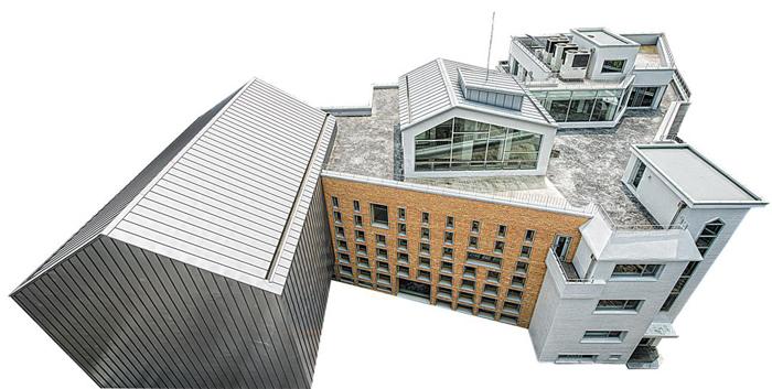 다가구주택에 새 건물을 이어붙여 만든 '구산동 도서관마을'./황규백
