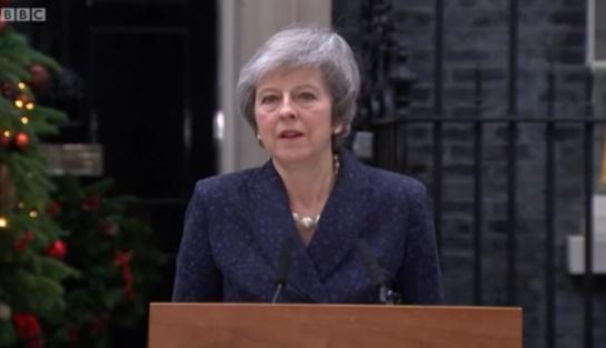 테리사 메이 영국 총리가  2018년 12월 11일 런던의 총리 관저에서 연설하고 있다. /BBC