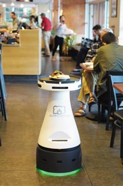 로봇 벤처기업 베어로보틱스가 개발한 서빙 로봇 '페니'가 실리콘밸리의 한 피자 회사에서 일하고 있다.