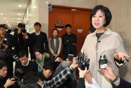 더불어민주당 손혜원 의원이 20일 국회 정론관에서 목포 부동산 투기 의혹과 관련한 기자회견 직후 기자들의 질문에 답변하고있다. 연합뉴스