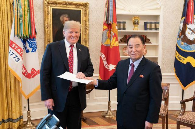 김정은 친서 받는 트럼프