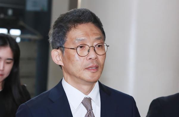 안태근 전 법무부 검찰국장이 지난 2018년 11월 12일 오후 서울중앙지법에서 열린 자신의 재판에 출석하고 있다./연합뉴스