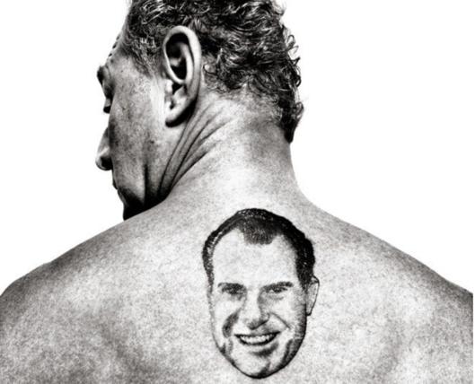 로저 스톤 등에 리처드 새겨진 닉슨 전 대통령 얼굴 문신. /뉴요커