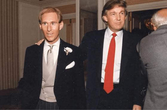 로저 스톤(왼쪽)과 도널드 트럼프 미국 대통령의 젊은 시절 모습. /유튜브