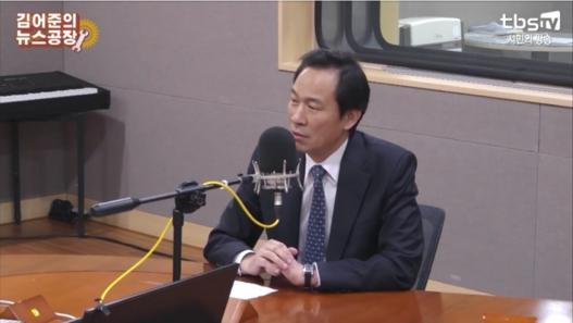 우상호 더불어민주당 의원이 TBS라디오 '김어준의 뉴스공장'에 출연해 발언하고 있다. /화면 캡쳐