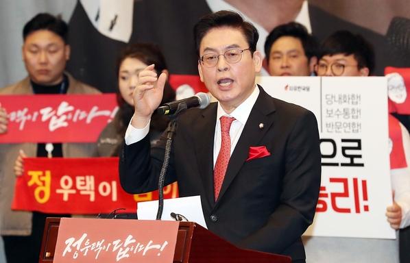 자유한국당 정우택 의원이 지난달 31일 서울 여의도 국회 헌정기념관에서 당대표 출마 기자회견을 하고 있다. /뉴시스
