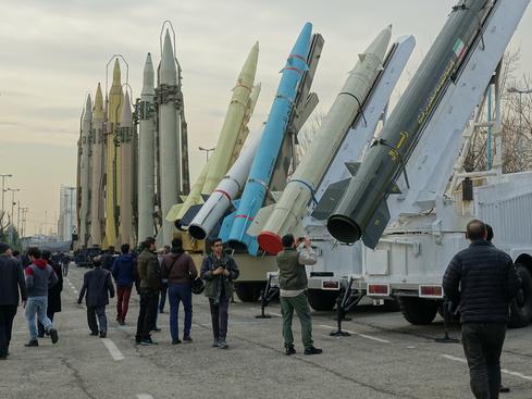 이란 테헤란에서 2019년 1월 31일 이란군 주최로 열린 국방산업 전시회에서 미사일, 무인기, 기갑 전력 등이 다양하게 전시됐다. /연합뉴스