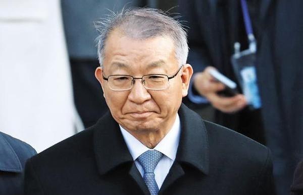 양승태 전 대법원장이 지난달 23일 서울중앙지법에서 영장실질심사를 마친 뒤 서울구치소로 향하고 있다. /뉴시스