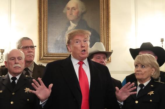 도널드 트럼프 미국 대통령이 2019년 2월 11일 워싱턴DC의 백악관에서 기자들에게 발언하고 있다. /연합뉴스