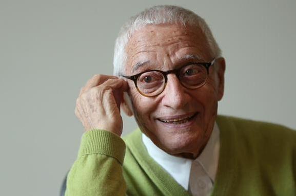 이탈리아 디자인 거장 알레산드로 멘디니가 18일(현지시간) 87세의 나이로 타계했다./조선DB