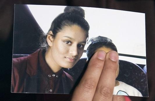 2015년 영국을 떠나 이슬람국가(IS)에 합류한 영국 시민 샤미아 베굼이 2019년 2월 19일 영국 정부로부터 시민권이 박탈됐다는 통보를 받았다. 사진은 베굼의 언니가 공개한 베굼의 사진. /AFP 연합뉴스