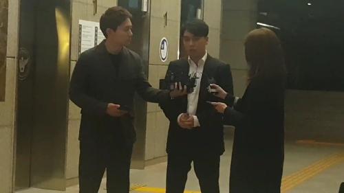 조사 끝나고 나오는 승리 /연합뉴스