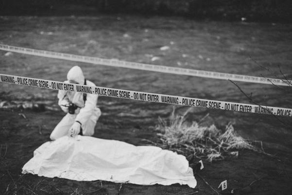 법의학적으로 사망원인이 정해져도 사망 종류를 밝히기에는 어려울 때가 많다. 물에서 건져낸 시신도 사망원인은 익사지만 스스로 투신했다면 자살, 술에 취해 수영했다면 사고사, 수영 중 심근경색이 있었다면 병사다.