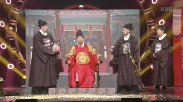 개그맨 정준호(왼쪽에서 두 번째)의 KBS '개그콘서트' 출연 모습.  /KBS