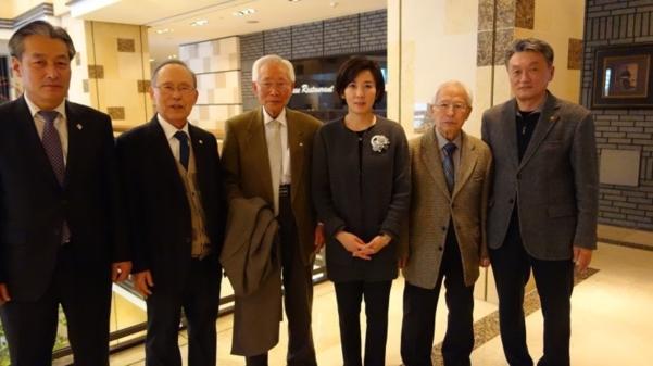 지난 2015년 2월 14일 나경원 원내대표가 서울 동작구 관내 독립유공자들과 환담 후, 임우철 지사 등과 함께 촬영한 사진. 나 원내대표는 이 사진을 23일 페이스북에 올렸다./나경원 원내대표 페이스북