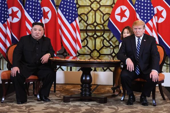 도널드 트럼프 미국 대통령과 김정은 북한 국무위원장이 2019년 2월 28일 오전 베트남 하노이 메트로폴 호텔에서 단독 정상회담을 하고 있다. /연합뉴스
